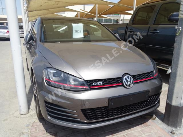 Volkswagen - Golf for sale in Sharjah